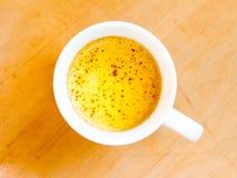 Heiße Milch der Gelbwurz Lizenzfreie Stockfotografie