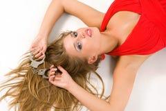Heiße natürliche Blondine mit Handschellen Lizenzfreies Stockbild