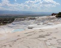 Heiße Quellen und Kaskaden bei Pamukkale in der Türkei stockbilder