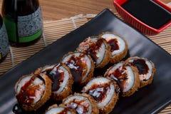 Heiße Rolle der japanischen Sushi Stockfotos