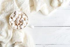 Heiße Schokolade auf Weiß stockfoto