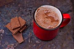 Heiße Schokolade im Becher stockbild