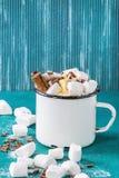 Heiße Schokolade mit Eibisch lizenzfreie stockfotos