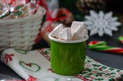 Heiße Schokolade mit Eibischen und Rohrzucker neue Ideen, das Haus zu verzieren dieses Weihnachten stockfotos