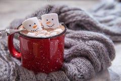 Heiße Schokolade mit geschmolzenem Schneemann stockfotografie