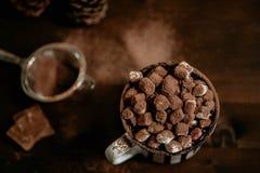 Heiße Schokolade mit marsmallow Süßigkeiten, Winter süßes drin wärmend lizenzfreies stockfoto