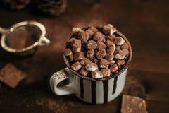 Heiße Schokolade mit marsmallow Süßigkeiten, Winter süßes drin wärmend stockfotografie