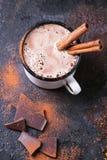 Heiße Schokolade mit Zimt stockbilder