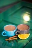 Heiße Schokolade mit Zimt Stockfotos