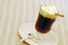 Heiße Schokolade ona-Platte lizenzfreie stockfotos
