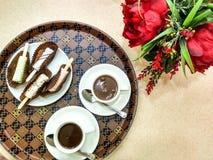 Heiße Schokolade und Auflauf lizenzfreie stockfotos