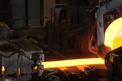Heiße Stahlrolle lizenzfreie stockbilder