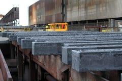 Heiße Stahlstangen von der Castinganlage Lizenzfreie Stockfotos