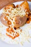Heiße und knusperige gebackene Kartoffel stockbild