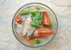 Heiße und saure Fischsuppe Stockfotos