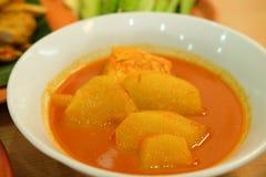 Heiße und saure Fischsuppe, thailändisches traditionelles Lebensmittel Lizenzfreie Stockfotos