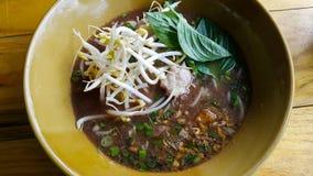 Heiße und saure Suppe der Nudel Lizenzfreie Stockfotografie