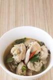 Heiße und saure Suppe, Huhn Tom yum lizenzfreie stockfotos