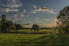 Heißer Abend des Sommers nahe Terezin-Stadt lizenzfreies stockfoto