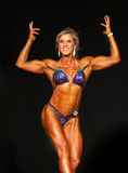 Heißer blonder Bodybuilder lizenzfreie stockbilder