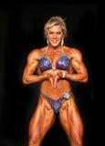 Heißer blonder Bodybuilder lizenzfreies stockfoto