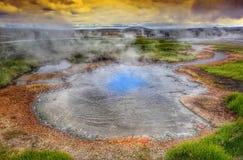 Heißer Dampf über der Quelle der Thermalwasser, Hveravellir, Island Weiße Nächte in Island Stockfotos