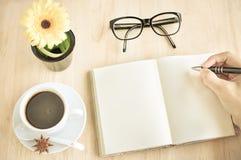 Heißer Espresso in der Kaffeestube Stockfotografie