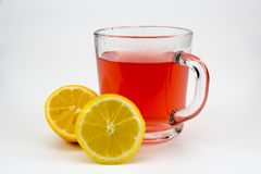 Heißer Fruchttee mit Zitronenscheiben stockfotografie