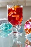 Heißer Glühwein in einer Glasschale Lizenzfreies Stockfoto