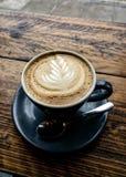 Heißer köstlicher Cappuccino-Kaffee stockbild