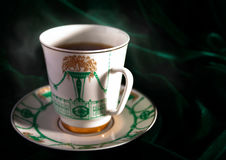 Heißer Kaffee im Porzellan Stockfotografie