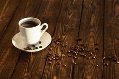 Heißer Kaffee und Bohnen Lizenzfreie Stockfotografie