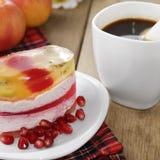 Heißer Kaffee und geschmackvoller Kuchen Lizenzfreie Stockbilder