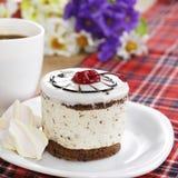 Heißer Kaffee und geschmackvoller Kuchen lizenzfreie stockfotografie