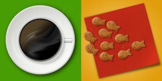 Heißer Kaffee und nette Cracker Stockfotografie