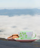 Heißer Kaffee und Plätzchen Stockfoto