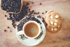Heißer Kaffee und Plätzchen lizenzfreie stockfotos