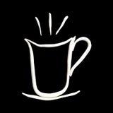 Heißer Kaffee in weißes Cup getrenntem Schwarzem Lizenzfreies Stockfoto