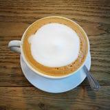 heißer Latte mit Milch Stockbild