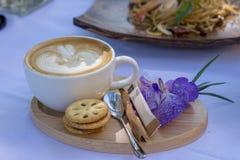 Heißer Lattekunstsatz stockbild