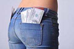 Heißer Mädchenesel mit Dollar in bar Stockfoto