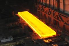 Heißer Stahl auf Förderanlage Lizenzfreie Stockfotografie