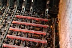 Heißer Stahl in der Stranggießenanlage Stockbild