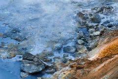 Heißer Strom am geothermischen Bereich in Island Stockbild