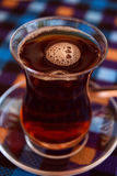 Heißer türkischer Tee stockfotos
