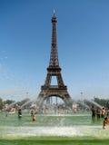 Heißer Tag in Paris stockbild