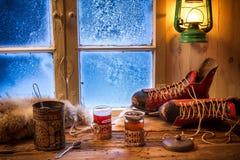 Heißer Tee am kalten Abend Stockbild