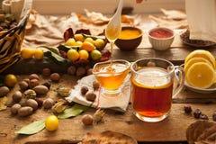 Heißer Tee mit Zitrone und Honig Stockfotos