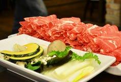 Heißer Topf mit Rindfleisch und Gemüse lizenzfreies stockbild
