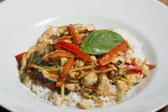 Heißer und würziger Aufruhrfischrogen des thailändischen Lebensmittels - mit Gemüse und Huhn Stockfoto